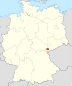 Neuensalz hat 2.316 Einwohner und liegt genau am Knick zwischen Bayern (Oberpfalz) und Sachsen.