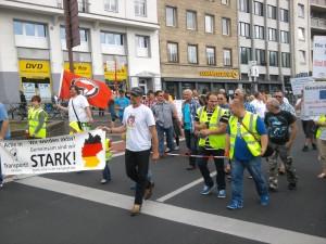 2013-08-10_front-transpa+antifa-aktion-fahrer-demo