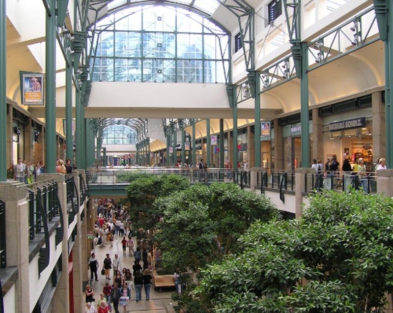 Das Einkaufszentrum Centro in Oberhausen ist Hauptauftraggeber der Interclean aus Gladbeck (Foto: threedots, Quelle: wikicommons)