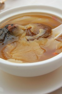 640px-Chinese_cuisine-Shark_fin_soup-01
