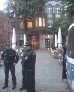 2014-09-24_hh_restaurant-wasserschloss-speicherstadt_polizeischutz