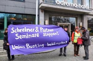 Protest gegen ein Schreiner + Partner-Seminar am 4. 12. 2014 in Berlin-Moabit.