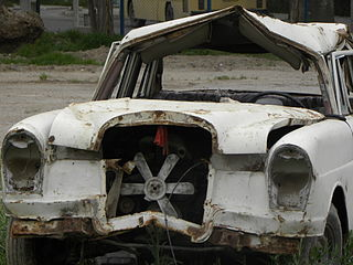 320px-Destroyed_Merceses_Benz_(1)