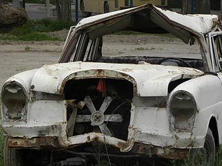 320px-Destroyed_Merceses_Benz_(1)
