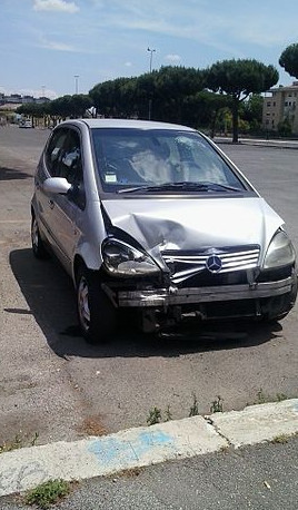 Crashed_Mercedes-Benz_vehicles-cut