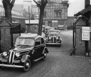 Von der DDR enteignet: Die Auslieferung der ersten Nachkriegs-Autos aus dem volkseigenen BMW-Werk in Eisenach, 1948.
