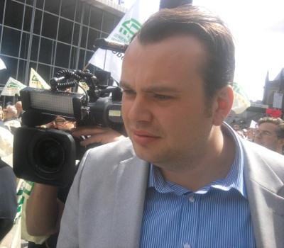 Alf Porada - ein Name den man sich merken muss. Allerdings nicht im Hinblick auf seriösen Journalismus. Er arbeitet für RTL-Explosiv.