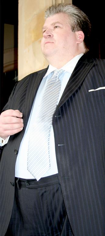 """""""Rechtsanwalt Naujoks sieht eine seiner Hauptaufgaben darin, Arbeitgeber vor dem Missbrauch des Betriebsverfassungsgesetzes zu schützen"""". (Zitat www.fachseminare-naujoks.com vom 31.5.2013 Bild: ebenda)"""