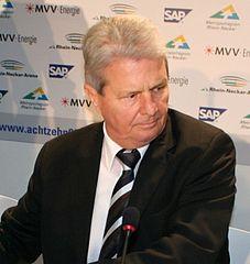 Dietmar Hopp ist Multi-Milliardär. Gemäß der Forbes-Liste 2015 beträgt sein Vermögen ca. 7,2 Milliarden US-Dollar.