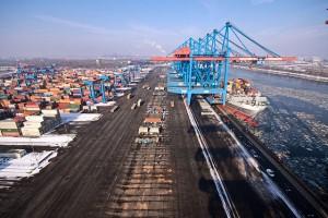 TPP gefährdet Arbeitnehmerrechte (Bild wikicommons, GFDL, Container Terminal Altenwerder in Hamburg by Frank Grunwald)