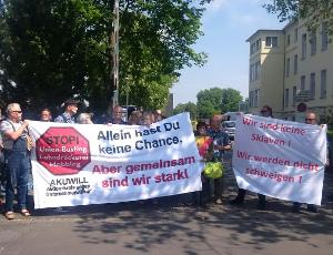 Aktionstag -13.5-MCS_vor-malteser-st-anna_transparente-Union-busting+sklaven