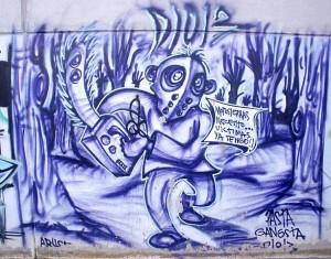 freitag13_jason-kettensaege_violett_613px-Vitoria_-_Graffiti_&_Murals_0244