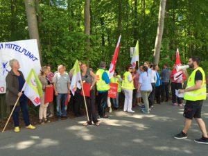 Aktive Mittagspause der Median-Beschäftigten in Heiligendamm anlässlich des Schwarzen Freitags am 13. Mai 2016