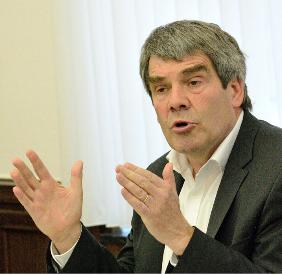 Der Richter der 13. Kammer des LAG Hamm, Dr. Franz Müller, hält auch gerne Vorträge, hier vor dem Arbeitgeberverband Westfalen am in Bochum (Quelle: Screenshot , agv-bochum.de, November 2015, Ausschnitt)