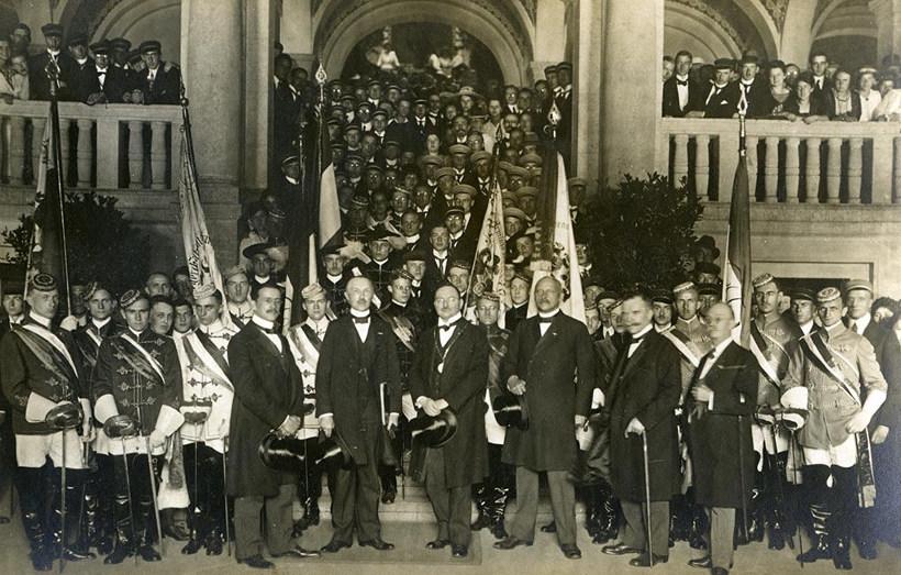 Konrad Adenauer eröffnet die Uni Köln