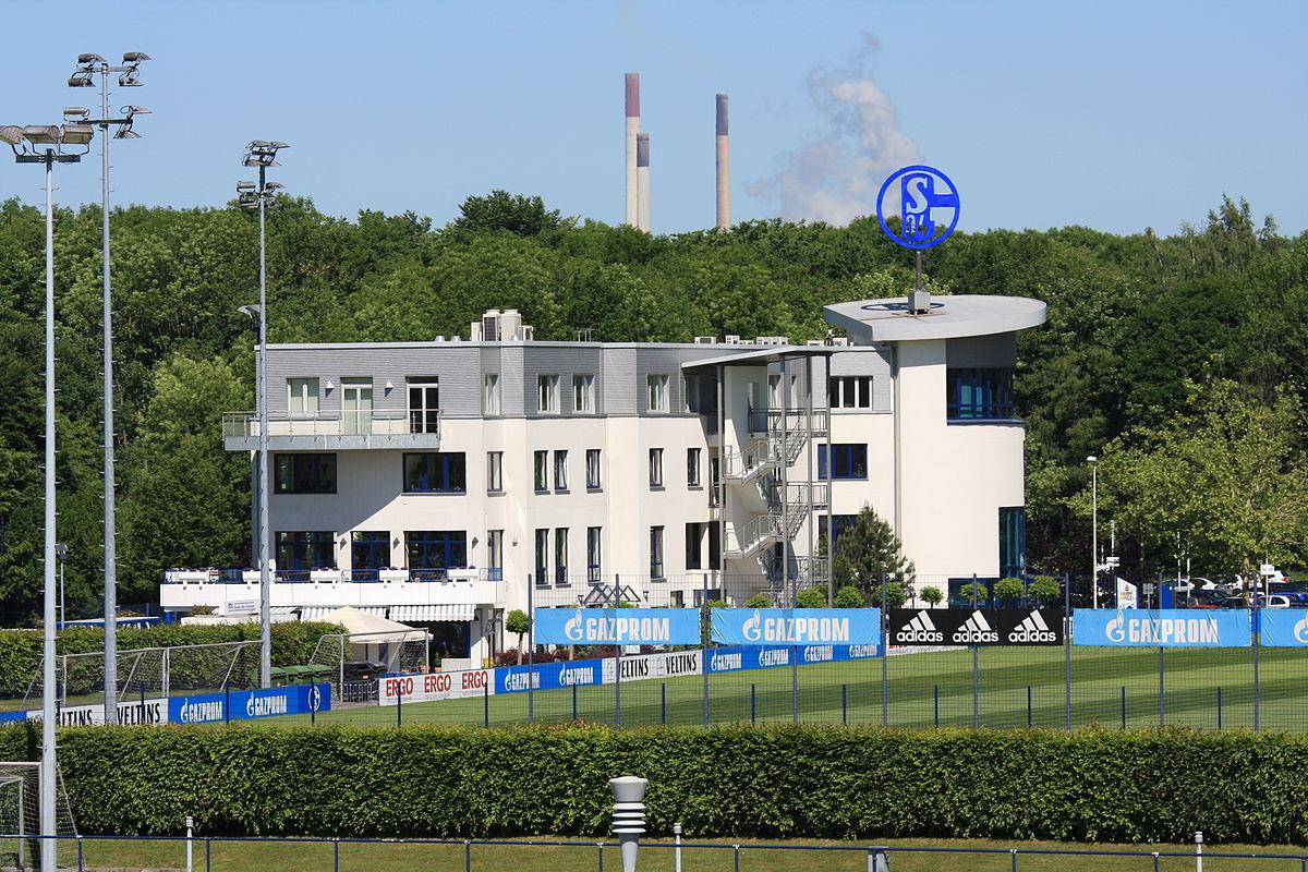 Nicht nur Fußballerisch nicht auf der höhe der Zeit. Auch Arbeits- und Gewerkschaftsrechte bleiben bei Schalke auf der Strecke.