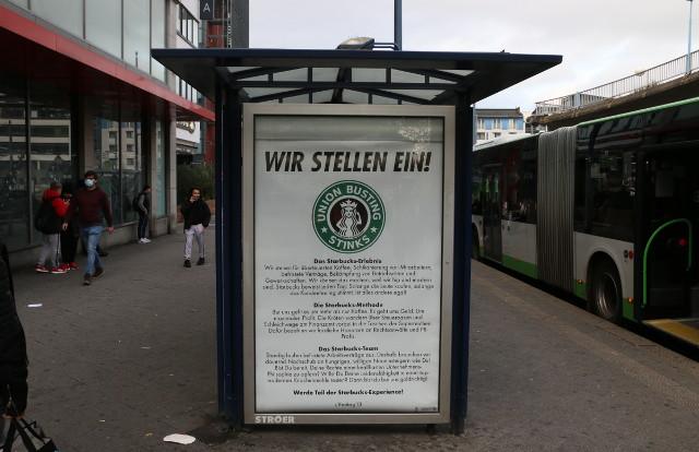 Bushaltestelle Adbusting Starbucks Ströer Union Busting stinks