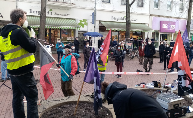 Protest der FAU gegen Union Busting vor Bergfeld's Biomarkt Bad Godesberg.