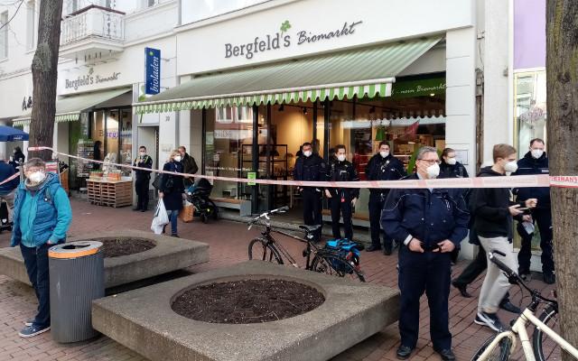 """Polizeiaufgebot """"beschützt"""" Bergfelds Bioladen in Bad Godesberg vor friedlichen Gewerkschafter_iinnen"""