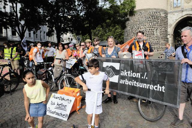 40 Leute kamen zur Critical Workers Mass am Freitag, 13. August 2021 vor dem Hahnentor, Rudolfplatz Köln zusammen.