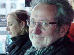 08 Jessica Reisner und Werner Rügemer im Bus