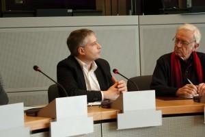 Sven Giegold bei der Unterschriftenübergabe