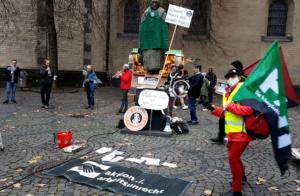 "#Freitag13 #Starbucks ""Arbeiter, denk mal!"" Köln mit Alliierte Marschkapelle Freitag13"