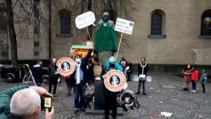 "#Freitag13 #Starbucks ""Arbeiter, denk mal!"" Köln2"